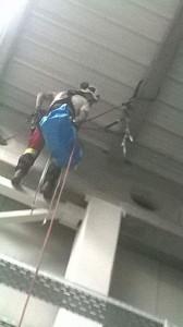 czyszczenie konstrukcji alpiniści